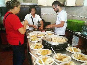 Distribución De Alimentos Entre Familias Necesitadas